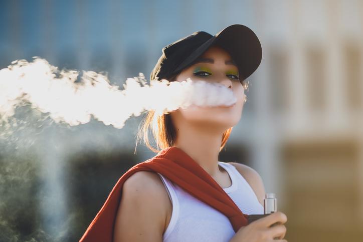 vaping e cigarette juul